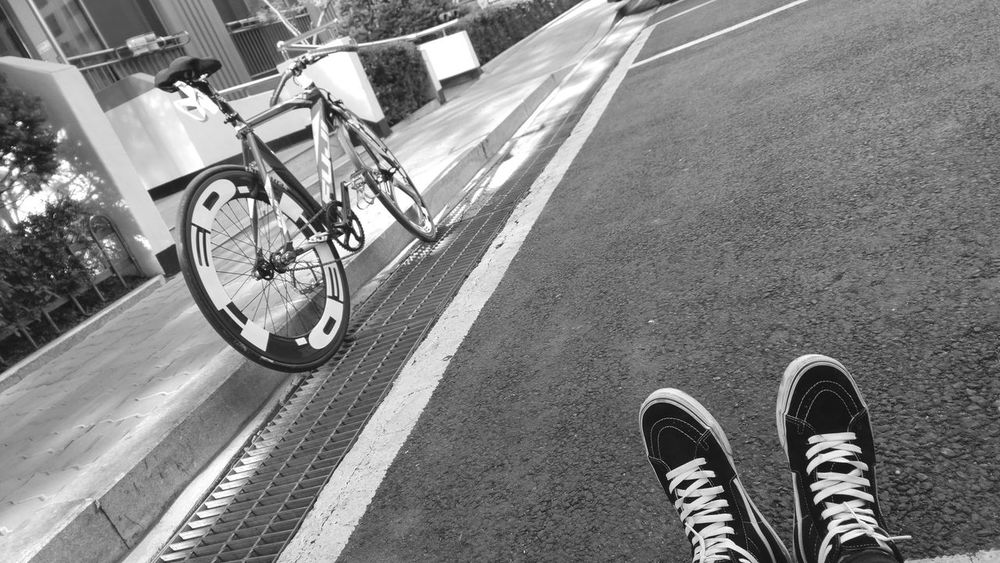 Fixed Gear Low Section Transportation Human Leg Bicycle Shoe Lifestyles Road Outdoors Women Day One Person Men People Human Body Part Real People Adult Close-up Adults Only