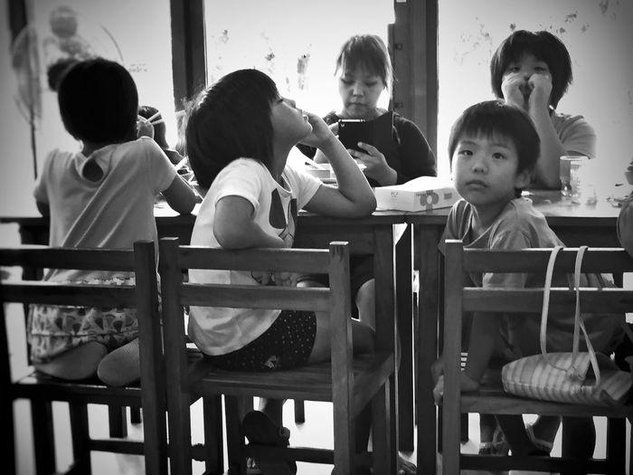 Streetphoto_bw Monochrome Blackandwhite Streetphotography Street Life Kids Japan Streetphotography_bw NEM Street City