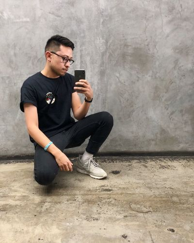 Selfie ✌ Acne New Balance DTLA Downtown Los Angeles Gay Mensfashion One Person Casual Clothing Young Adult Glasses Young Men Sitting The Fashion Photographer - 2018 EyeEm Awards Full Length Looking Eyeglasses  Lifestyles Wireless Technology Technology Wall - Building Feature Fashion Real People Communication Leisure Activity Smart Phone