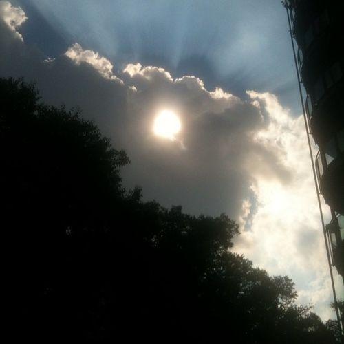 Sì. Il sole e il cielo... Ma io?