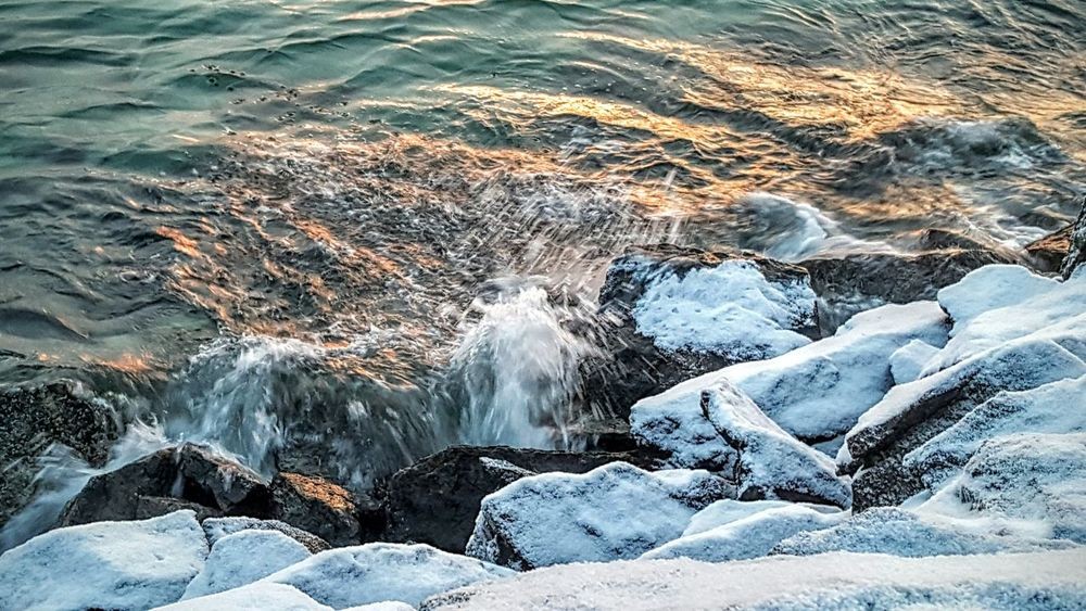 Hello World Hanging Out Taking Photos Enjoying Life Check This Out Watching Waves Enjoy Amazing Green Color Blue Sea Winter Waves, Ocean, Nature Waves Crashing Waves And Rocks Sea_collection Showcase: January Snow Below Freezing Out Belowzero Cold Outside Frost Seafoam Have A Nice Day♥
