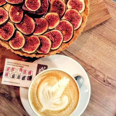 Długo zastawialiśmy co nas dziś wprowadzi w doskonały nastój. Teraz już wiemy, nasza tarta figowa w wraz z filiżanką Flat white - łączącej w sobie słodycz Brazylii, owocowość Kolumbii oraz mleczne nuty Gwatemali. Pamiętajcie również, że co 10 kawa u nas jest gratis. Zapraszamy. Rzeszów Rzeszów Coffee Coffeetime Barista Mobilnakawiarnia Kawa Instamood Instagood Instalove Instacoffee Igersrzeszow Kawarzeszowska Coffebreak Coffeetogo Coffeelove Instamood Herbata Kawasamasięniezrobi Kawarzeszowska Kawiarnia Chemex Kawaswiezopalona Tarta Tartafigowa figowatatra pysznie zdrowo slowlife goodfood cosdobrego dobrejedzenie