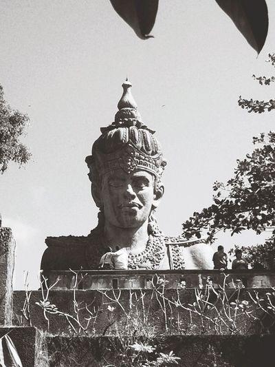 Statue Bali Garuda Wisnu Kencana