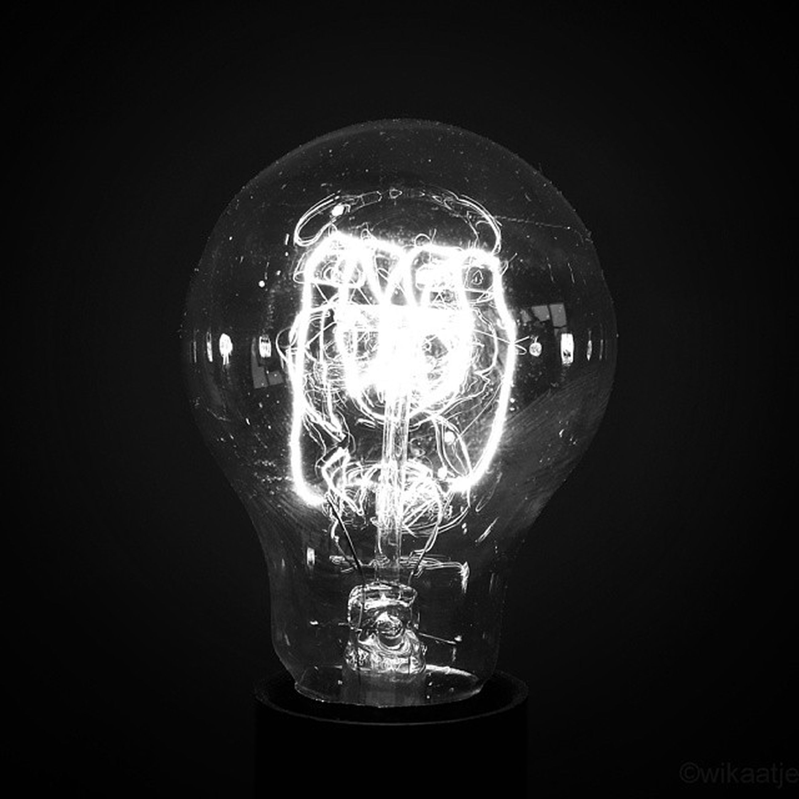 indoors, studio shot, illuminated, close-up, lighting equipment, black background, glass - material, light bulb, electricity, single object, transparent, dark, glowing, still life, copy space, night, darkroom, no people, technology, reflection
