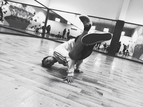 I love BREAKDANCE!!❤❤Breakdancing Freeze Passion Lovefordance Bboylife Bboying Breaking Vansoffthewall Me