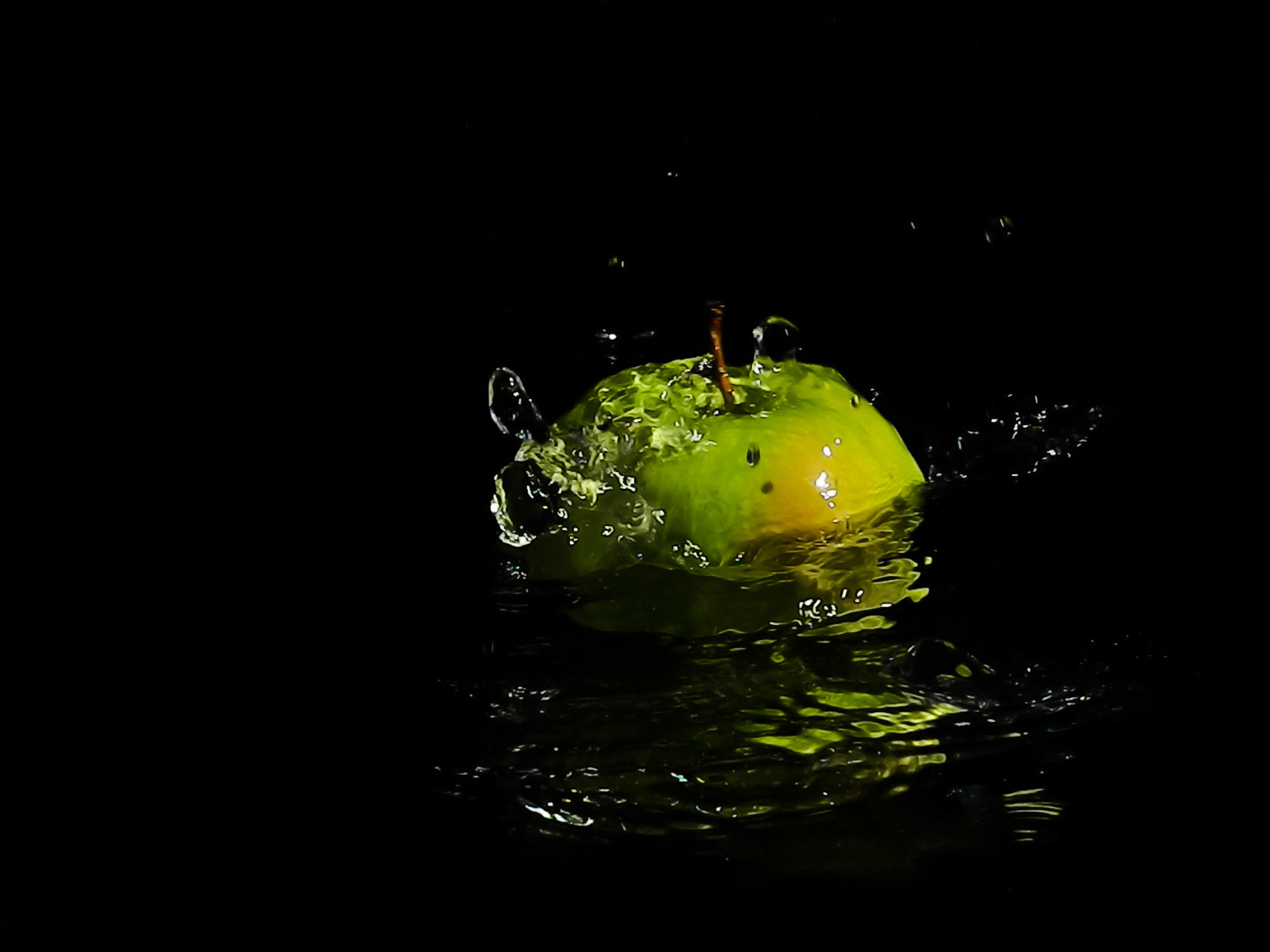 yellow, black background, studio shot, macro photography, darkness, green, water, night, no people, drop, indoors, reflection, splashing, close-up, food and drink, light, copy space, freshness, nature, motion, wet, leaf, food, single object, impact