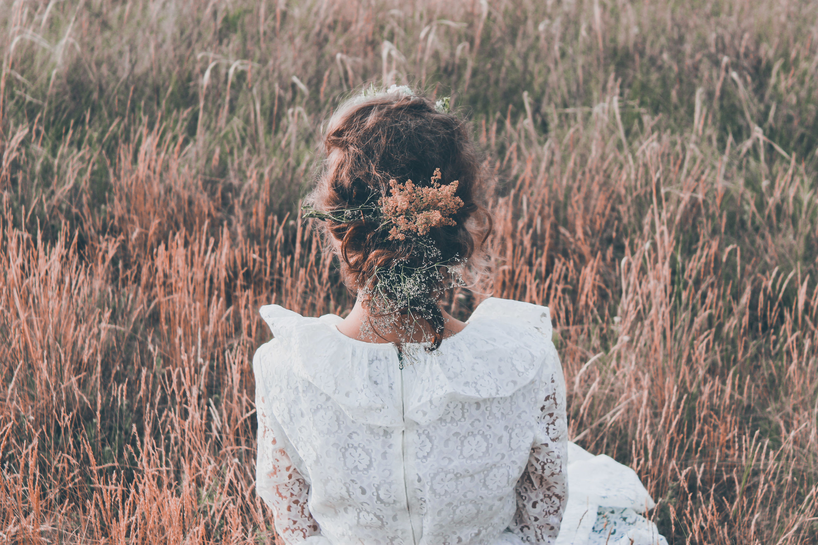 real people, plant, grass, field, land, leisure activity, lifestyles, nature, one person, rear view, day, three quarter length, growth, adult, women, focus on foreground, standing, waist up, young adult, outdoors, hairstyle