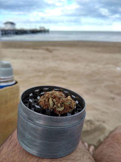 es necesario para poder brillar🌺 Smoke - Physical Structure Marihuana Faso Cogollo Sea Beach Sand Water Sky Close-up Horizon Over Water