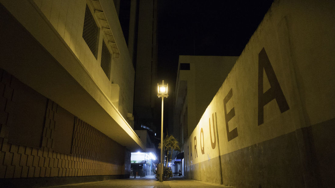 Alley Architecture Cartagena City Colombia Dark Dodgy  Grimey Learn & Shoot: After Dark Parque  Street Light Streetphotography