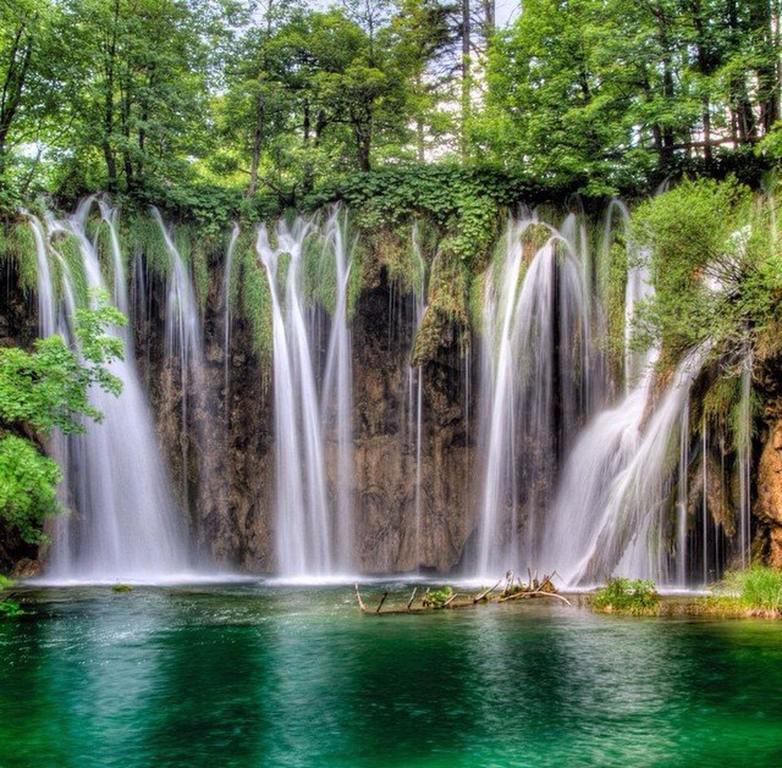 water, waterfall, motion, long exposure, flowing water, tree, beauty in nature, scenics, flowing, splashing, nature, forest, waterfront, blurred motion, idyllic, environment, fountain, travel destinations, growth, day