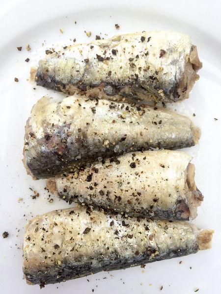 Sardines seasoned with black pepper Black Pepper Close-up Fish Food Freshness Healthy Eating Healthy Food Meal Omega 3 Plate Ready-to-eat Sardines Seafood Seasoned Seasoning Still Life
