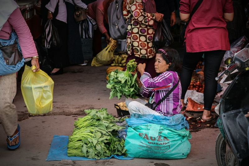 Selling vegetables Women People Humaninterest Photography Wonderfulindonesia Market The Street Photographer - 2017 EyeEm Awards The Street Photographer - 2017 EyeEm Awards