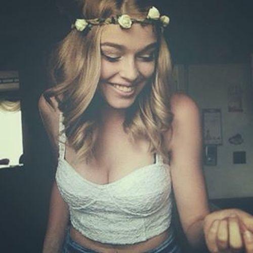 Summer lovin' ☀️🌸 Blonde Flowers Indie Shorthair Curly Flowerband Whiteflowers Whitetop CropTop Summertime Summerlovin Young Women Girl Faces Of EyeEm EyeEm Happy Smile Free