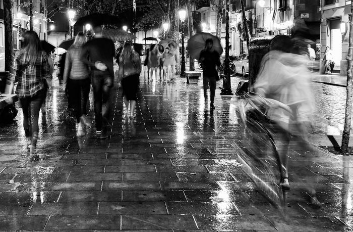 Barcelona Black And White City Life Day And Night Fuji Xt2 Night And Day People Street Photography HUAWEI Photo Award: After Dark