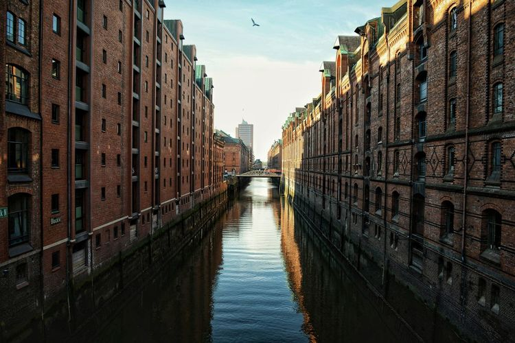 Perle des Nordens Hamburg EyeEm Selects Travel Photography Tourist Mode: On Nature On Your Doorstep City Cityscape Water Sky Architecture vanishing point The Architect - 2018 EyeEm Awards