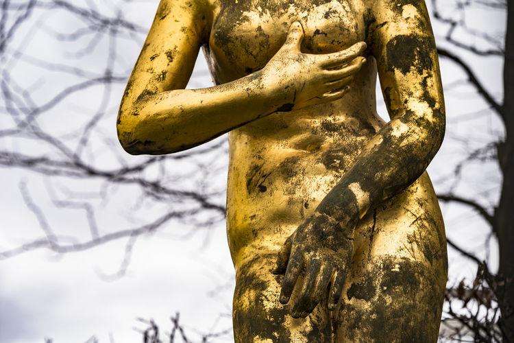 feel. Berlin Colors Gold Golden Potsdamer Platz Sculpture Statue Streetphotography Press For Progress Colour Your Horizn