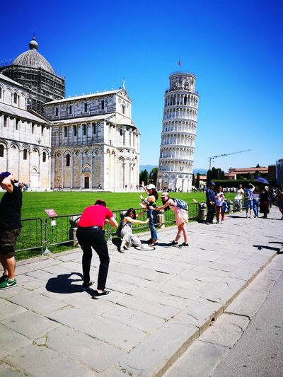 torre di Pisa Italy Toscana Pisa, Italy Giardino Campo Dei Miracoli Torre Di Pisa City Men Politics And Government Women Clear Sky Sky Architecture Building Exterior Built Structure Visiting Tourist Large Group Of People Friend Park - Man Made Space