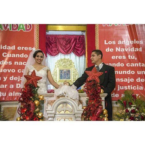 Ellos cumplieron con su devoción y subieron al altar de su patrona. Virgenchinita Lachinita Weddingphotography Wedding boda basilica mcbo maracaibo zulia