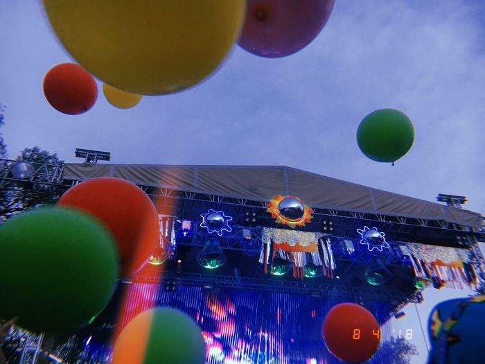 #Concert #Show #balloons #colors #concert_photography #entertainment #livemusic #music #party #sky #stagephotography