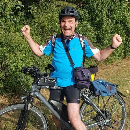 Yeah (3000 km mit dem eBike von VEO zurückgelegt) Donauradweg Ebike Strongman Man Me Winner Men Cycling Helmet Headwear Mountain Bike Sports Clothing Sport Happiness Smiling Men Bicycle Cycling Posing Biker