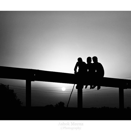 Sunset Friendship Nature Bond Shadow Light Sun Love Poems Beautiful Silhouette Outline Backlit Shape Structure Sky Open spaceDramatic Shadowy Control of settingsLong driveBeer