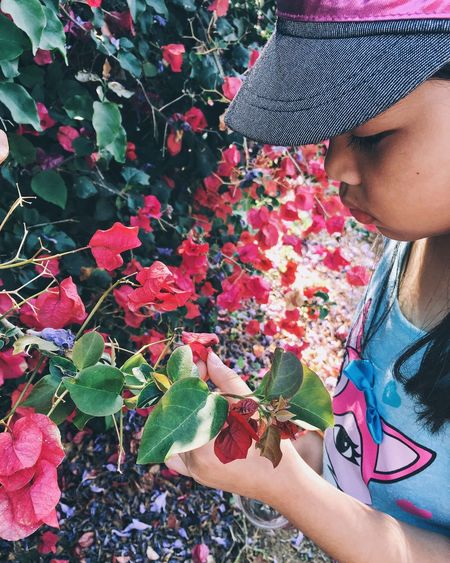 [ Finding Beauty In Nature🌷 ] Taking Photos Minimalistic IPhoneography Point And Shoot VSCO Outdoor Pictures Analogue Photography Childhood Memories The Places I've Been Today Children's Portraits Children Photography People Watching The Street Photographer - 2016 EyeEm Awards Beauty In Nature Portrait Photography Street Photography Aesthetics Portrait Of A Friend People Photography Nature On Your Doorstep Nature Textures Flowers, Nature And Beauty Flowers,Plants & Garden Flowers In My Garden People Of EyeEm