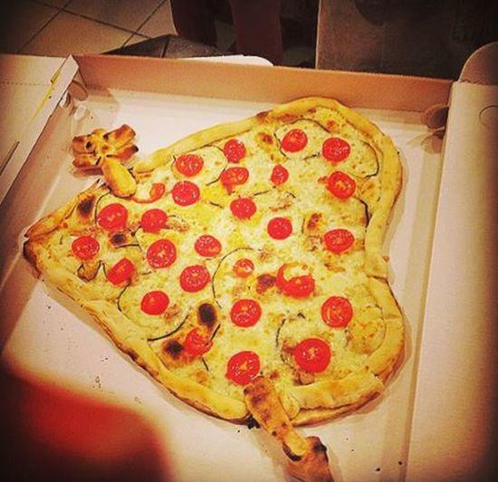 Όταν τα βλαμμένα σου σ'αγαπάνε vol 1.👯🍕 κυψέλη άνωκυψέλη αθηνούλα Foodporn Fridaysarefuckingamazing Pizza Homemade Lovemade πωςμπορείςναμηντουςλατρευειςμετα καρδουλινιτσεςπαντου μουλειψεσπολυκαθυστερημεναμου σασαγαπάω μονολοβλοβλοβ VSCO Vscocam Vscolove Vscofood Vscopizza Vscofriends Vscomood Vscohomemade Vscolovemade Vscofridays Instagreece Instafood instafriends instalove instamood instaaddict instalifo