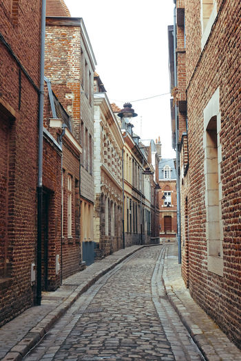 Alley Architecture Brick Wall Building Exterior Built Structure City Clear Sky Cobblestone Day No People Outdoors Sky Street The Way Forward Fresh On Market 2017
