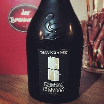 Aperitiv: Prosecco Superiore Spumante aus dem Hause Manzane... #weinreise Prosecco Conegliano Brut Docg Immendingen Brennerhof Weinreise Valdobbiadene Lemanzane Superiore