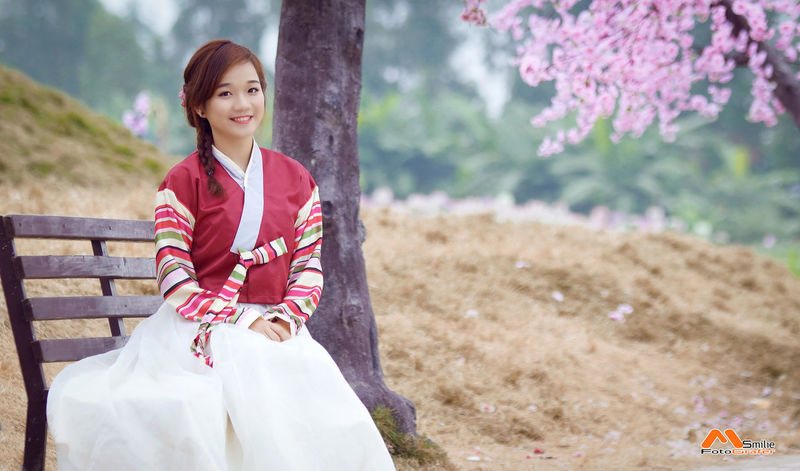 Hanbok ( Vietnamese girl in Korea's traditional dress ) Relaxing Taking Photos Hi! Enjoying Life Hanbok Korean Hanbok Korea Hanbok Hanoi Minhsmilie Chụp ảnh Giá Rẻ Chụp ảnh Dịch Vụ