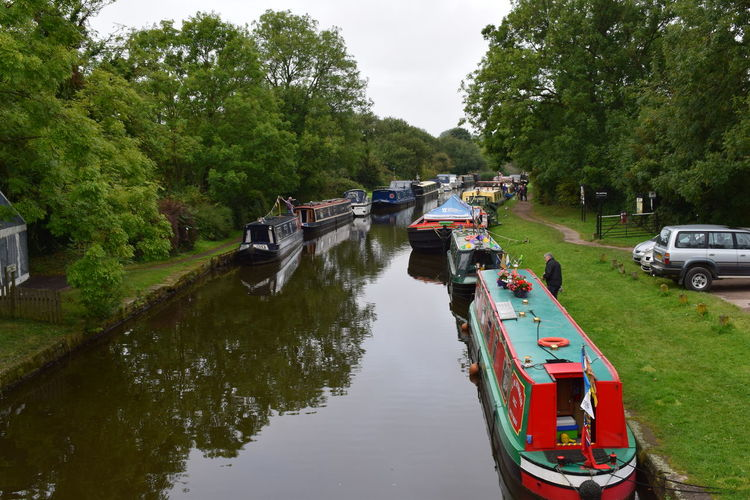 Afternoon Canal Boats Green Nature Boat Boats Canal Canal And River Trust Canal Bank Canal Boat England Leeds To Liverpool Leeds To Liverpool Canal Narrow Boats Parbold Tranquil Scene Village Village Life Village View