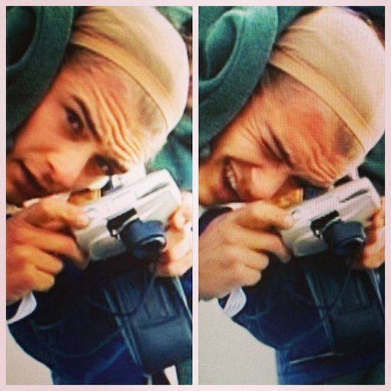 this is orlando bloom taking a picture of something while wearing a wig cap on the set of lotr Orlandobloom Omg Keksnjdjdjsnek Legolas