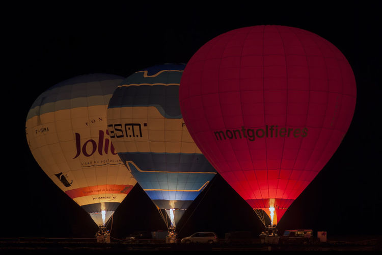 in the night Transportation Sky Getting Inspired Baloons Baloo Balloons Balloo Mongolfière Taking Photos Night Photography Getting Creative TakeoverContrast Colors Colour Of Life Low Angle View Outdoors Eye4photography  Tranquil Scene People And Places Night