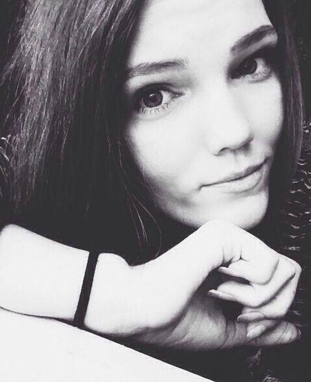 Black And White White Blackandwhite Beautiful First Eyeem Photo Beautiful Girl Girl People Eyes ♥❤ ❤️😘