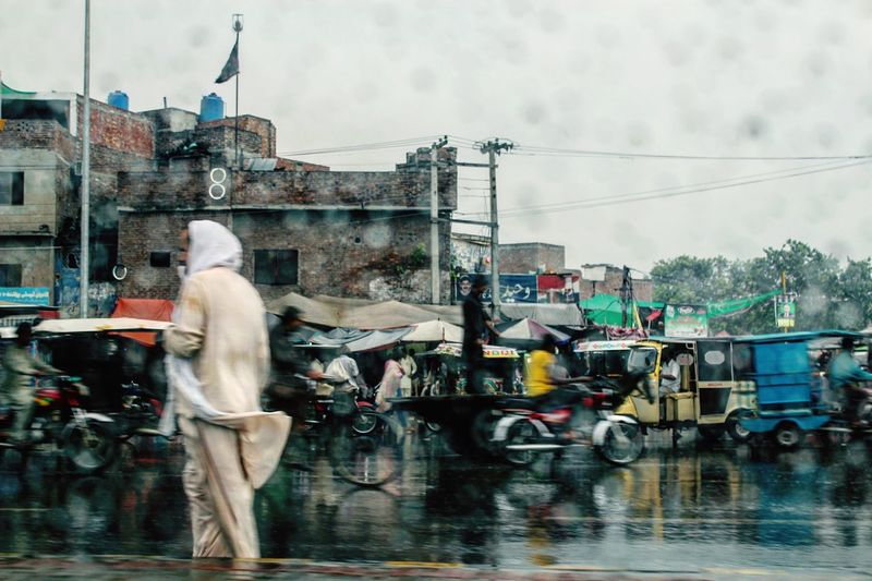 Lahore Pakistan Punjab Rain Monsoon Rickshaw Traveling Home For The Holidays