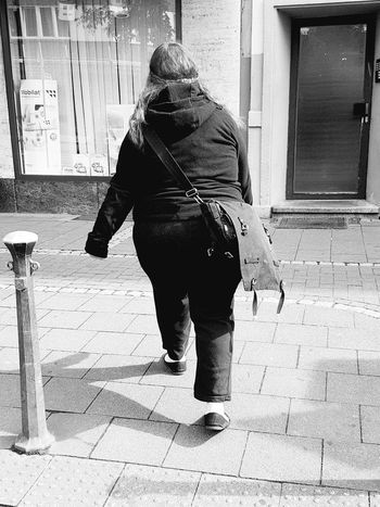 Portrait From Behind Portrait Of A Woman Black And White Portrait Black And White Photography Black And White Collection  Streetphoto_bw Street Photography City Street City Life City View  People Photography My City Street Life Portrait Photography GalaxyS7Edge Walking Monochrome Photography
