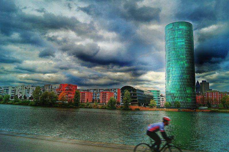 S' Gerippte people gave the Skycraper the name of a typical Apple Wine -glas Riverscape Riverbanks Main River Skyline Frankfurt Dramatic Sky Cloudy Sky Architecture Building Exterior Nature CyclingUnites Movement Hdr Edit Storm Cloud City Water Day Frankfurt Am Main Germany🇩🇪 Adapted To The City Mix Yourself A Good Time Been There. Done That. Adventures In The City