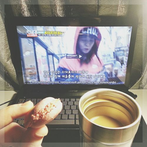 It's better when you eat macaroon with the coffee. - JiHyo Running Man Macaroon Coffee Song Ji Hyo