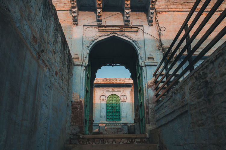 Blue streets on Jodhpur ... Architecture Built Structure Arch Building Exterior History The Past Day Building No People Travel Destinations Old Wall - Building Feature Low Angle View Travel Tourism Wall Window Outdoors Weathered Nature Ruined Jodhpur Rajasthan Blue City Travel Golden Hour Sunset Entrance India Streetphotography The Traveler - 2019 EyeEm Awards The Architect - 2019 EyeEm Awards