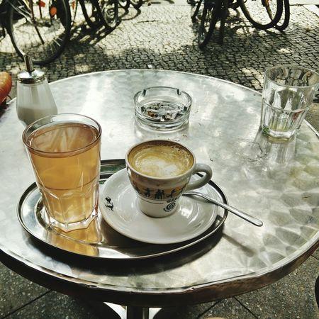 Berliner Duo Nummer 1: Kaffee und Rhabarbersaftschorle