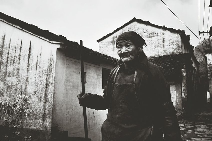 Black And White Photography Oldwoman Traveling China Photos Anhui,China On The Road Hello World Outdoor Photography