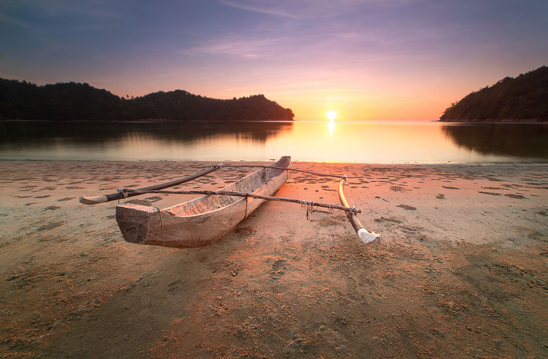 Nature Background_sunset Water Sky Nautical Vessel Sunset Tranquility Scenics - Nature Tranquil Scene Reflection Beauty In Nature Lake Nature Beach Transportation Moored Idyllic Mode Of Transportation Land No People Cloud - Sky Sun Outdoors Rowboat