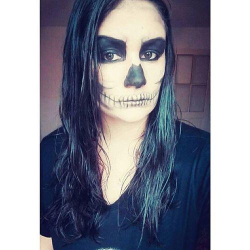 Quand on s'ennuie le dimanche.. 🙈👻🎃 Halloweenmakeup Essai Skeleton Trytodosomething Makeup October Timetobeamonster