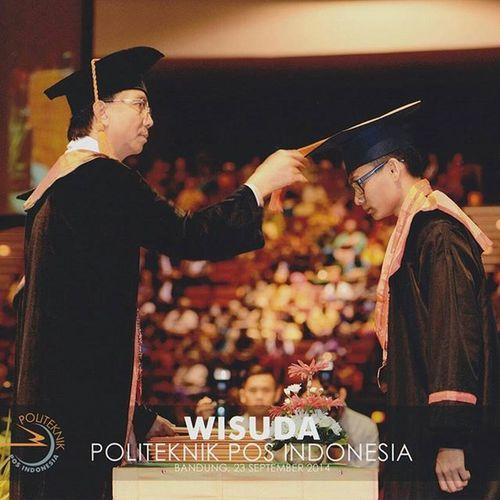 Today's one year ago. 😊👏🎓 Ketika saya, Fahrian Hazairin Syah Putra, A.Md dilantik oleh Direktur Politeknik Pos Indonesia Bapak Dr. Ir. Agus Purnomo, MT. Bandung, 23 September 2014 1st Ceremony Graduation Diploma degree informatics engineering polytechnic post indonesia