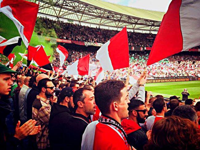 Feyenoord Feyenoord Rotterdam Rotterdam Football Soccer Eredivisie De Kuip Legion Hand In Hand Flags Smoke Sport Supporting My Team Supporters Crowd