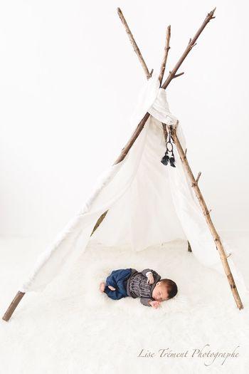 Bébé inspiration indien Nouveau Né Bébé ♥ Tipi Indien One Person Real People Men Leisure Activity Lifestyles Full Length Land Tent