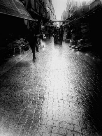 Wet Water Outdoors People Photography Real People People Of EyeEm Street Ordinary Scene The Street Photographer - 2017 EyeEm Awards EyeEmBestPics Atmospheric Scene Streetphotography Capture The Moment From My Polnt Of View In The City Ladyphotographerofthemonth Samsung Galaxy S7 Edge Black And White Blackandwhite Photography Paris ❤ France🇫🇷 Black And White Photography