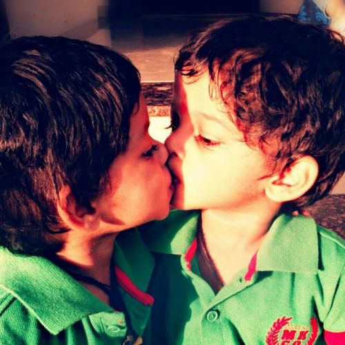 Brotherhood. TWINS ♥ Kiss Smarty Velentines Day Random_click