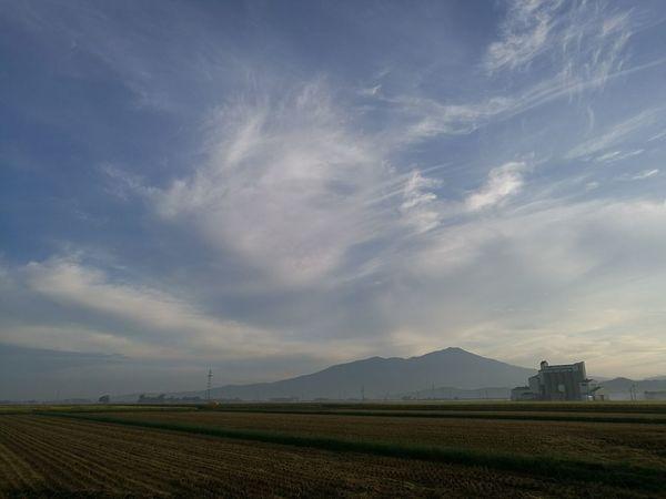 霞む出羽富士 庄内 庄内米 酒田 Japan Photography Japanese Culture SAKATA YAMAGATA 鳥海山 はえぬき つや姫 ライスセンター Misty Mist Rural Scene Agriculture Mountain Field Sky Landscape Cloud - Sky Rice Paddy Farmland Dramatic Sky