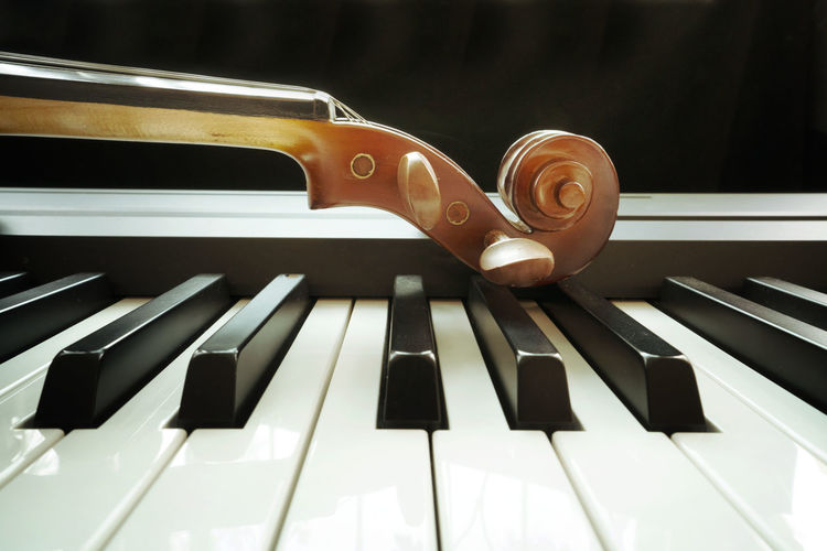 Piano keyboard with violin Music Musical Instrument Musical Equipment Piano Arts Culture And Entertainment Piano Key No People Close-up Indoors  White Color High Angle View Black Color Still Life Wood - Material Reflection Keyboard Instrument Creativity Pattern Focus On Foreground Day
